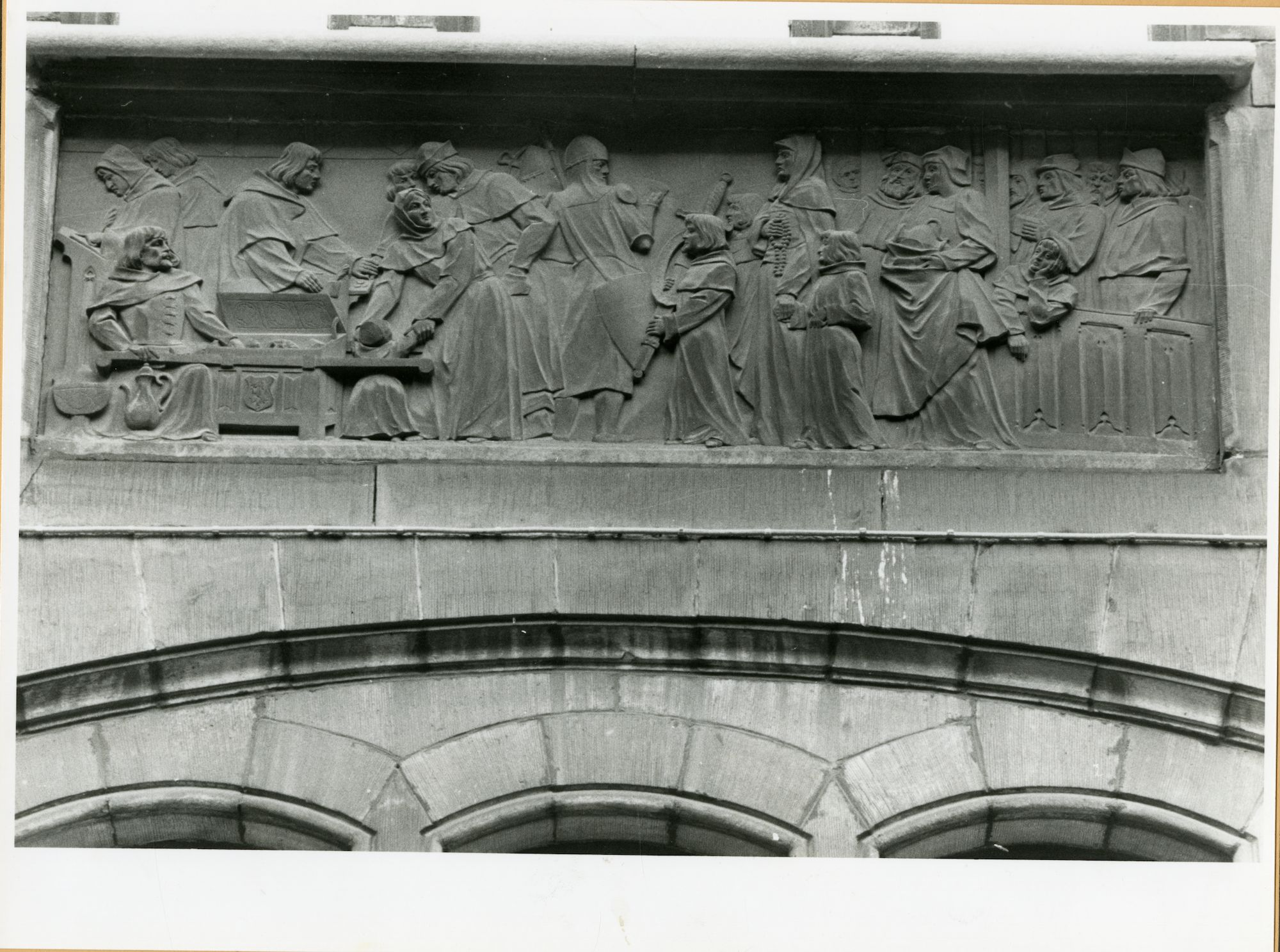 Gent: Belfortstraat 2: Reliëf: Artevelde ontvangt, 1979