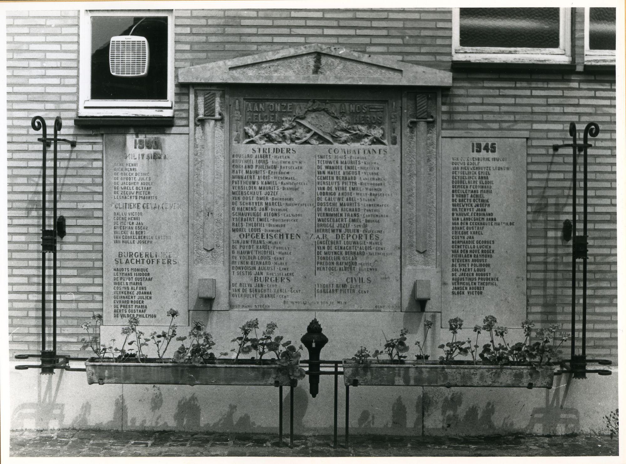 Gent: Meulesteedsesteenweg 390: Gedenkteken, 1979