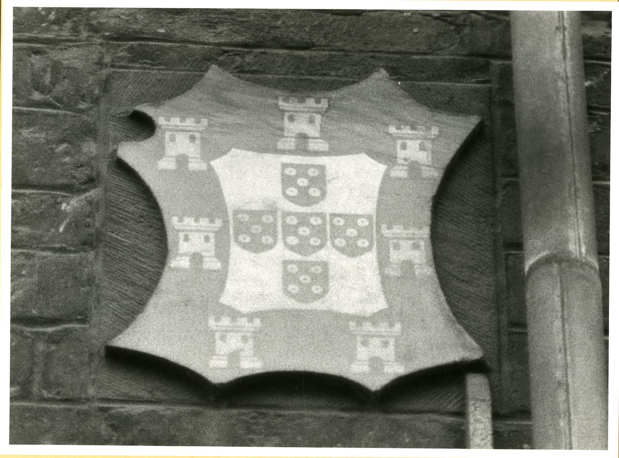 Gent: Hoogpoort: St-Jorishof: Cartouche: wapenschild van Portugal, 1979