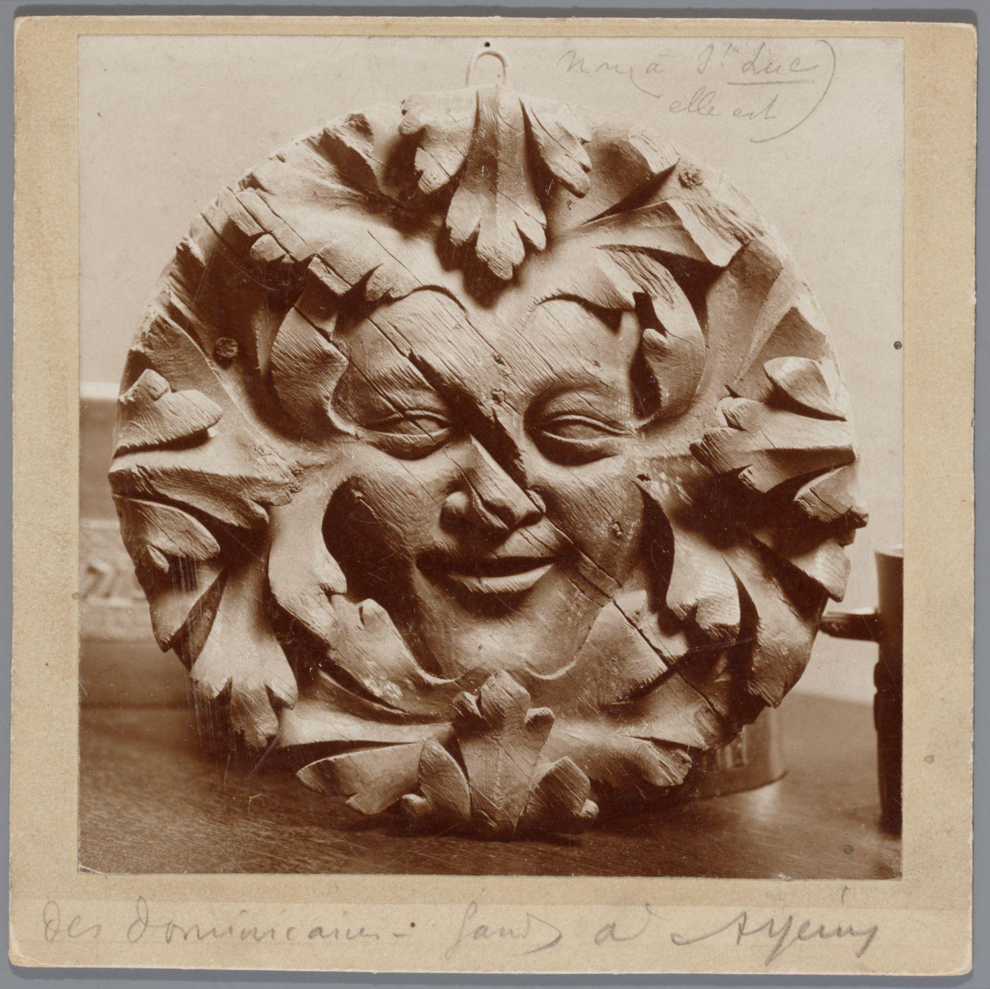 Gent: Houten beeldhouwwerk met voorstelling van menselijk gezicht, Dominicanenklooster