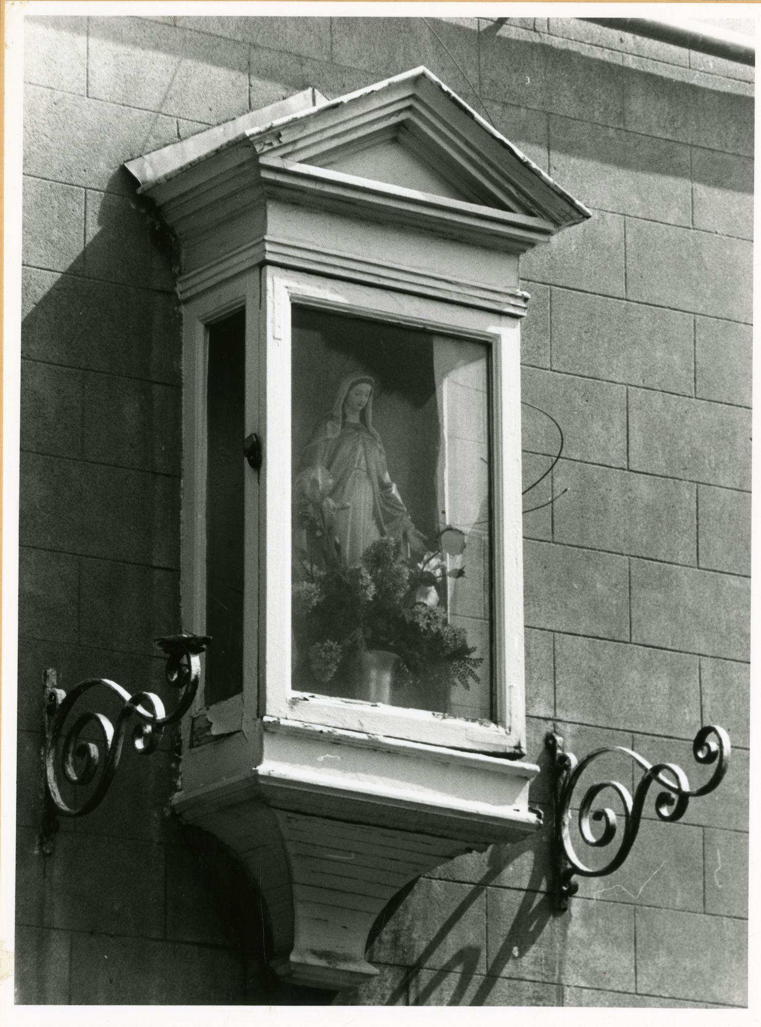 Gent: Eggermonstraat Cité: Gevelkapel: Maria (Onze-Lieve-Vrouw), 1979