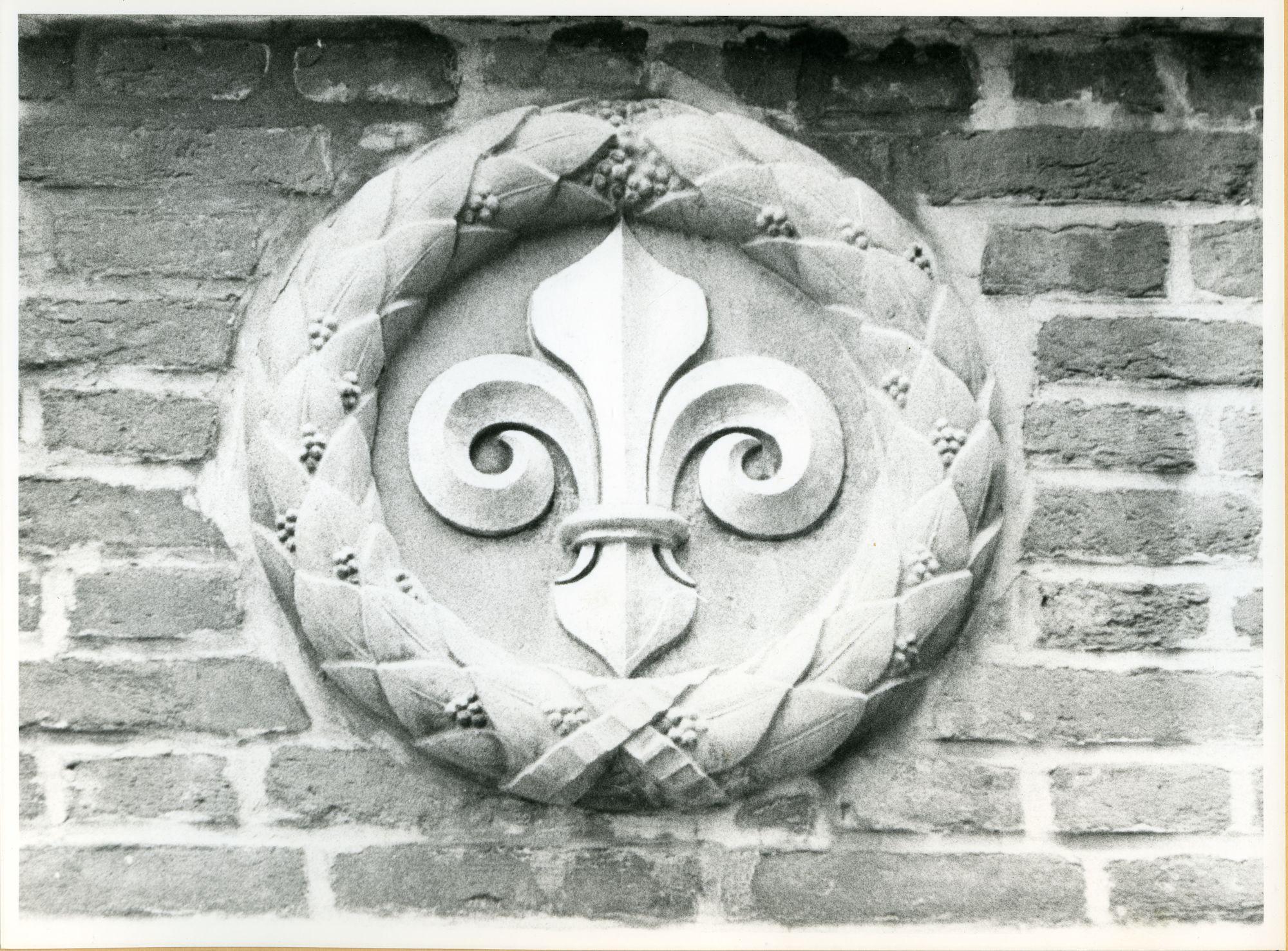 Gent: Meerseniersstraat 10: Beeldhouwwerk