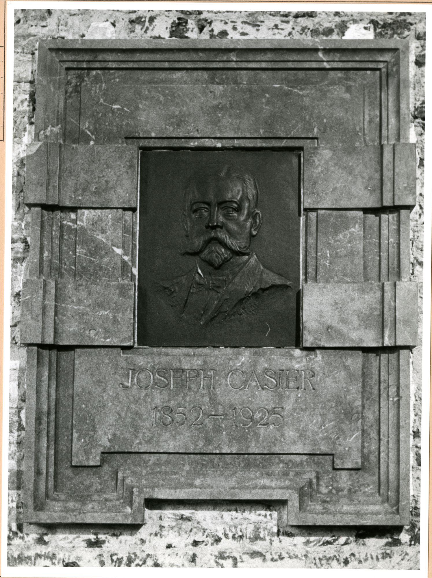 Gent: Godshuizenlaan 2: Bijlokemuseum: gedenkplaat: Joseph Casier,1980
