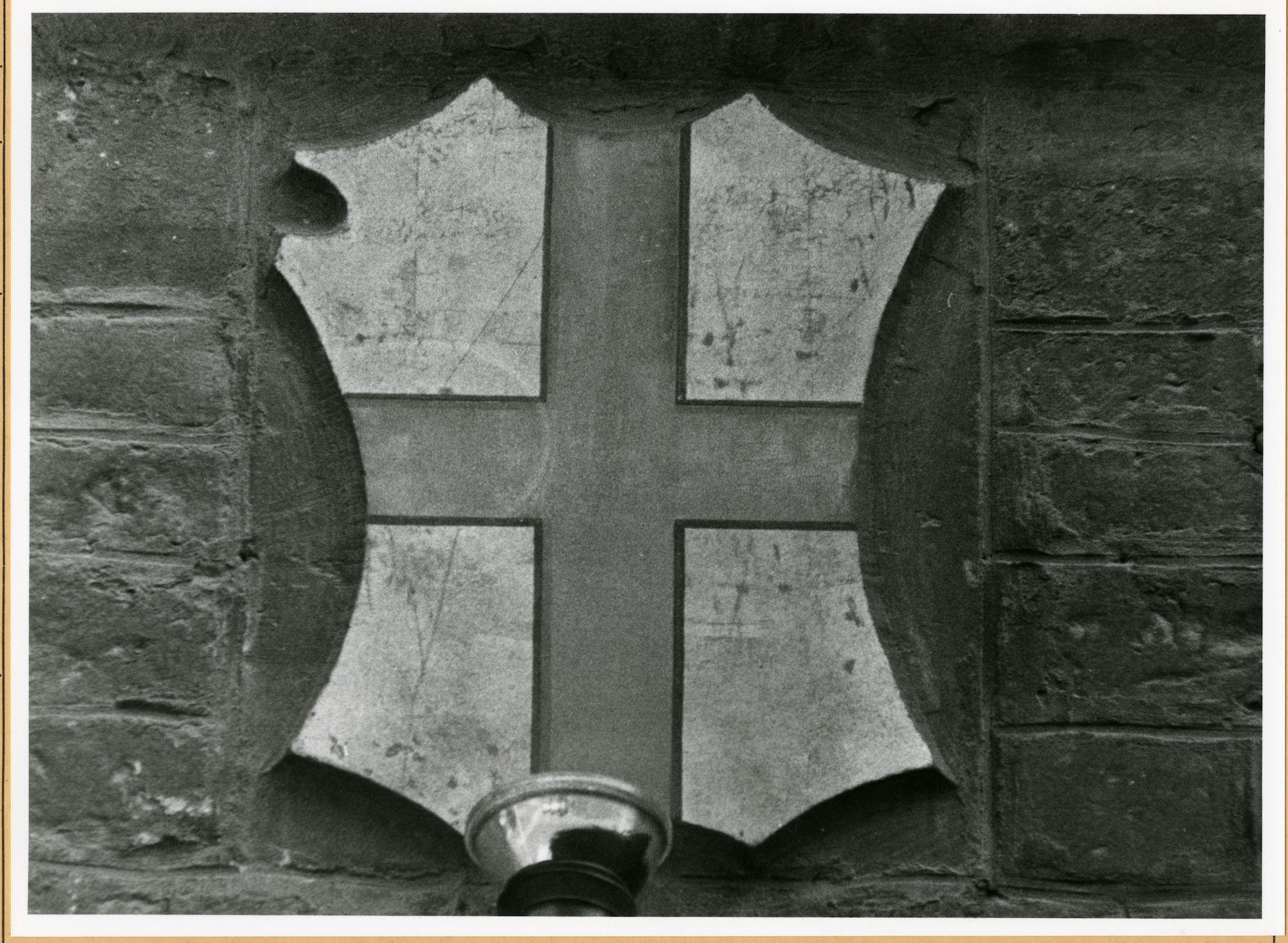 Gent: Hoogpoort: St-Jorishof: Cartouche: wapenschild van Sint-Joris, 1979