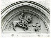 Gent: Ekkergemstraat: Sint-Martinuskerk: reliëf: Heilige Martinus van Tours, 1979