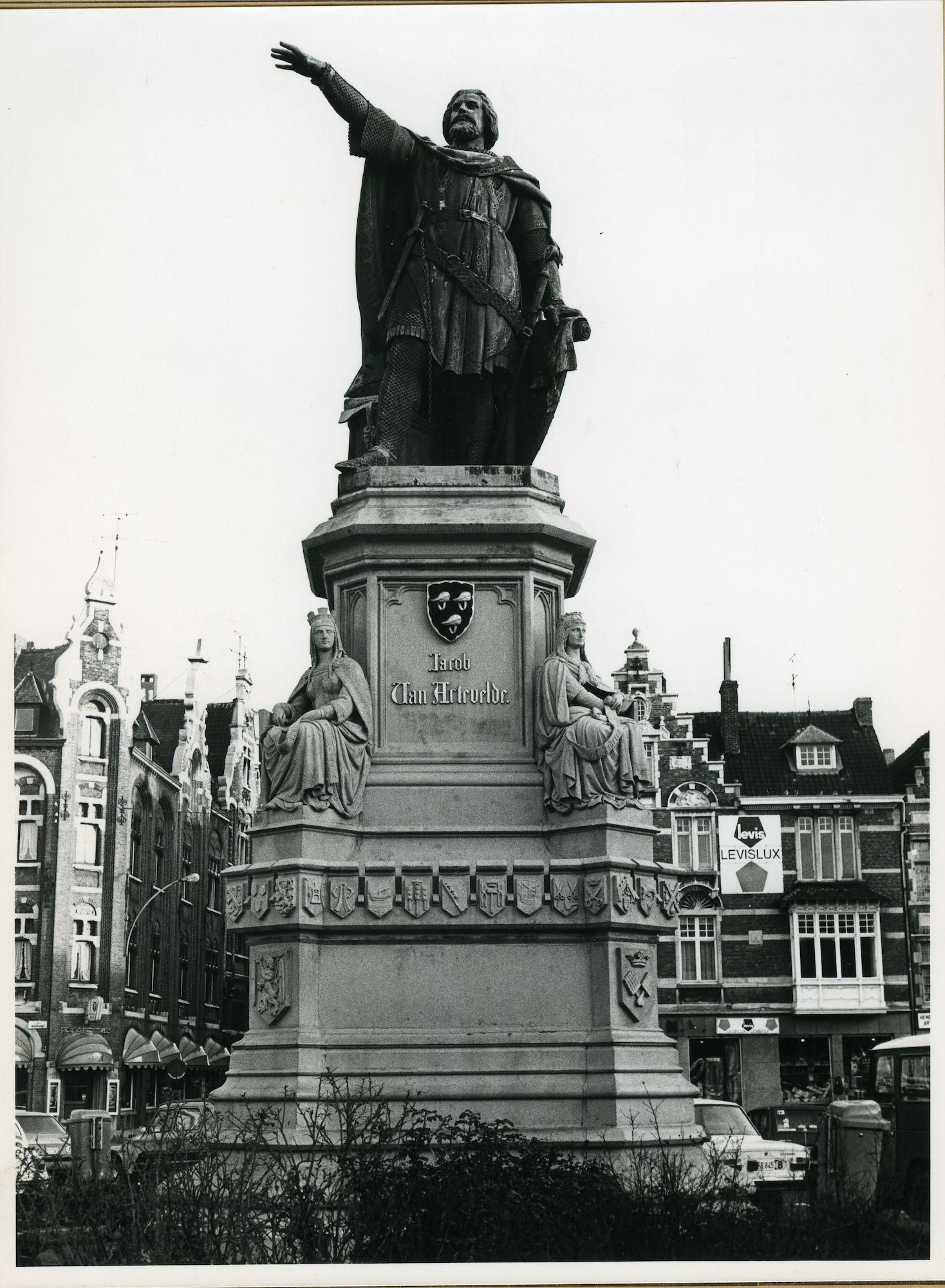 Gent: Vrijdagmarkt: Standbeeld