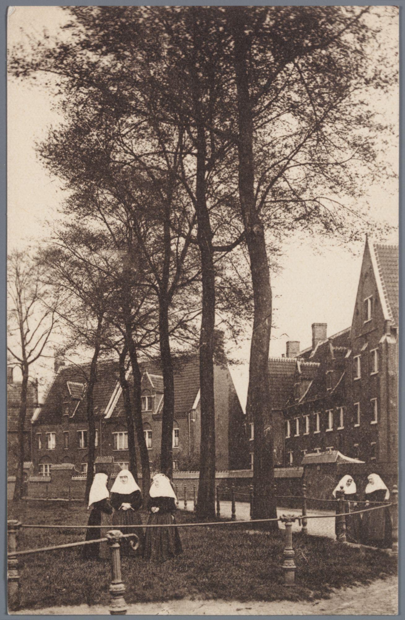 Sint-Amandsberg: Groot Begijnhof: zuidelijke zijde van het Sint-Beggaplein (binnenplein)