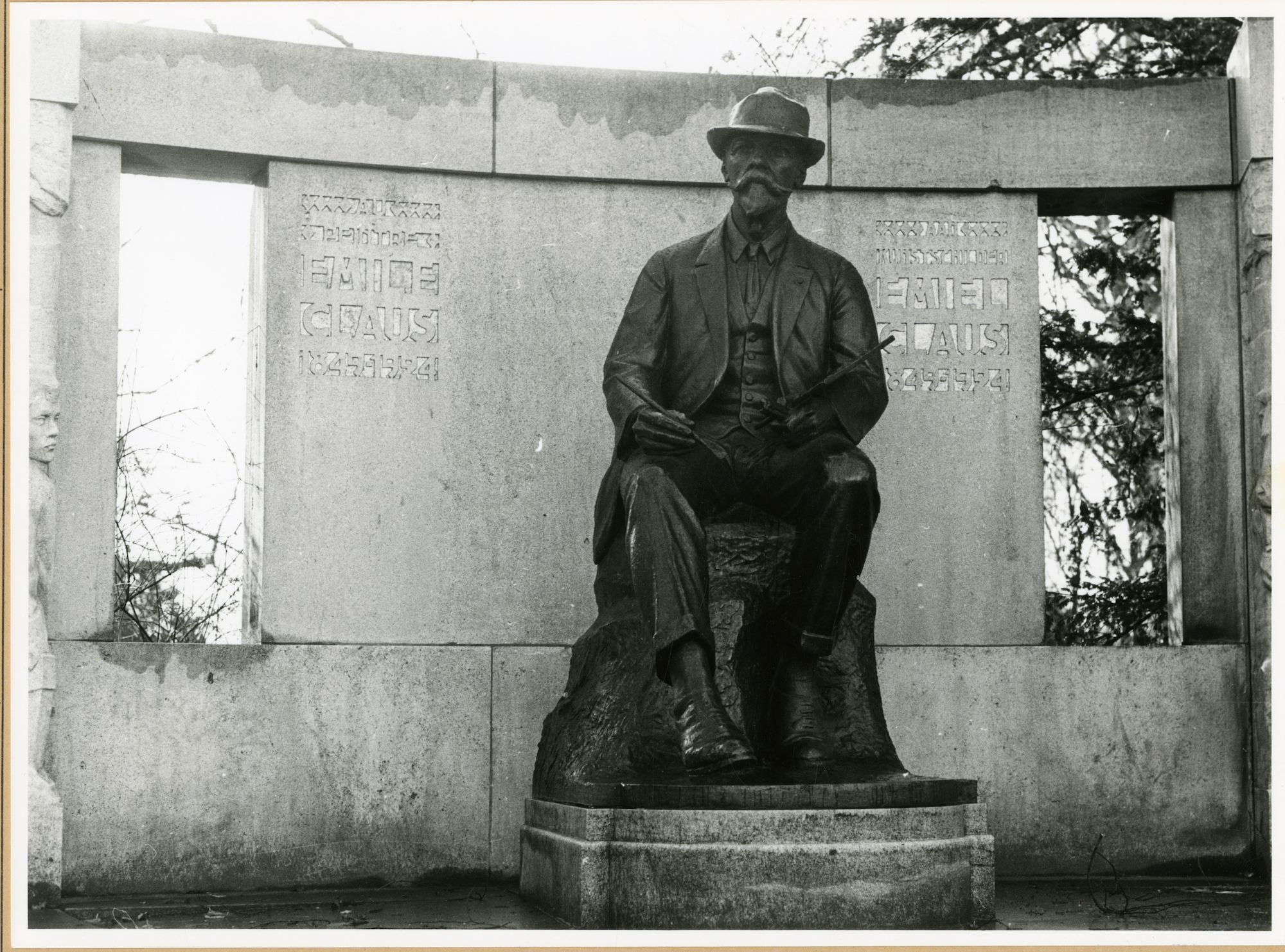 Gent: Emile Clauslaan: standbeeld: Emile Claus