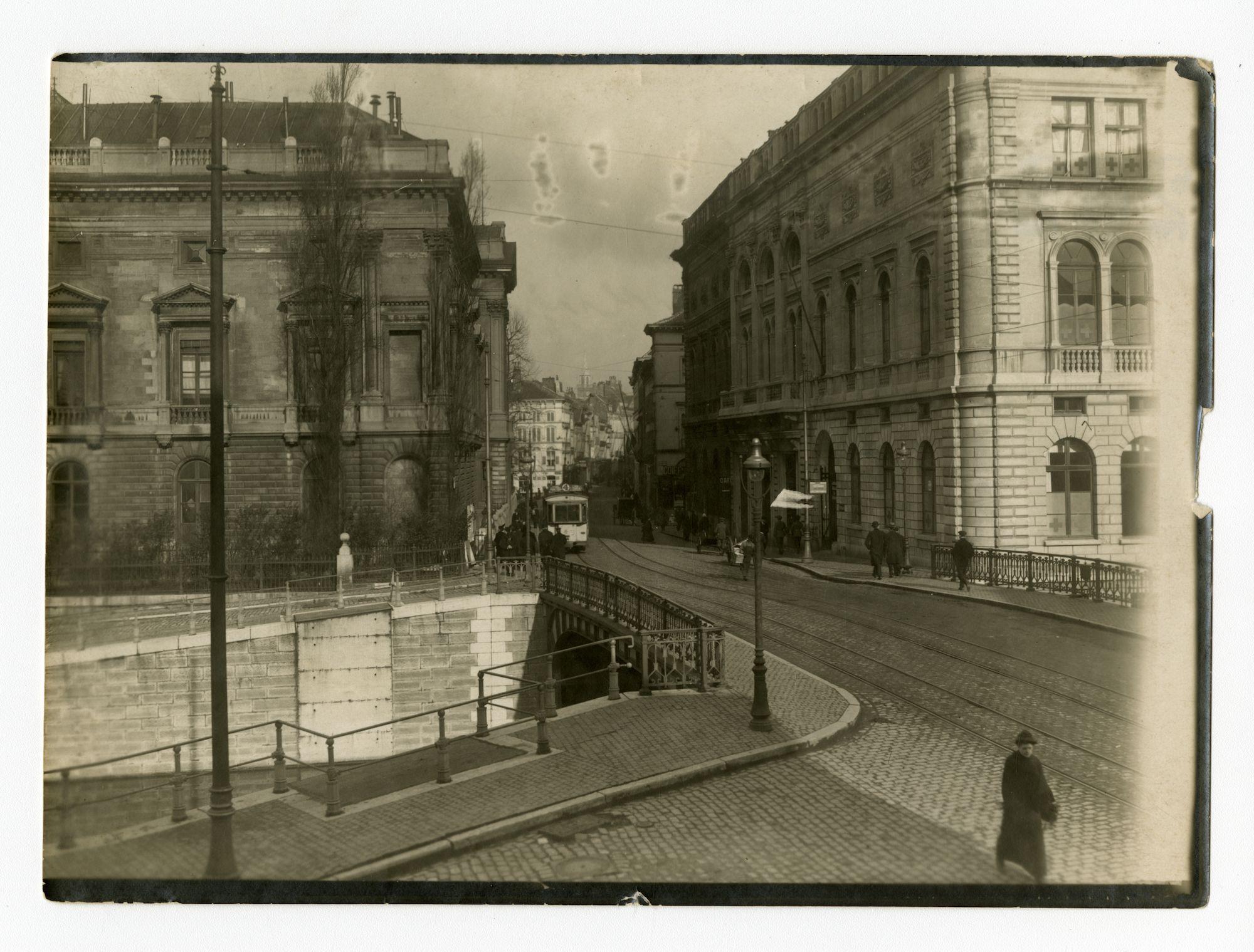 Gent: Ketelbrug en Koophandelsplein: Justitiepaleis (Etappen-Inspektion) en Nieuw Justitiepaleis (rechts), 1915-1916
