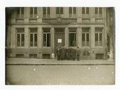 Gent: Botermarkt 5 (toen nr. 4): Middenbureeel (Bureau Centrale) van de Belgische politie, tegenover het Stadhuis, 1915-1916