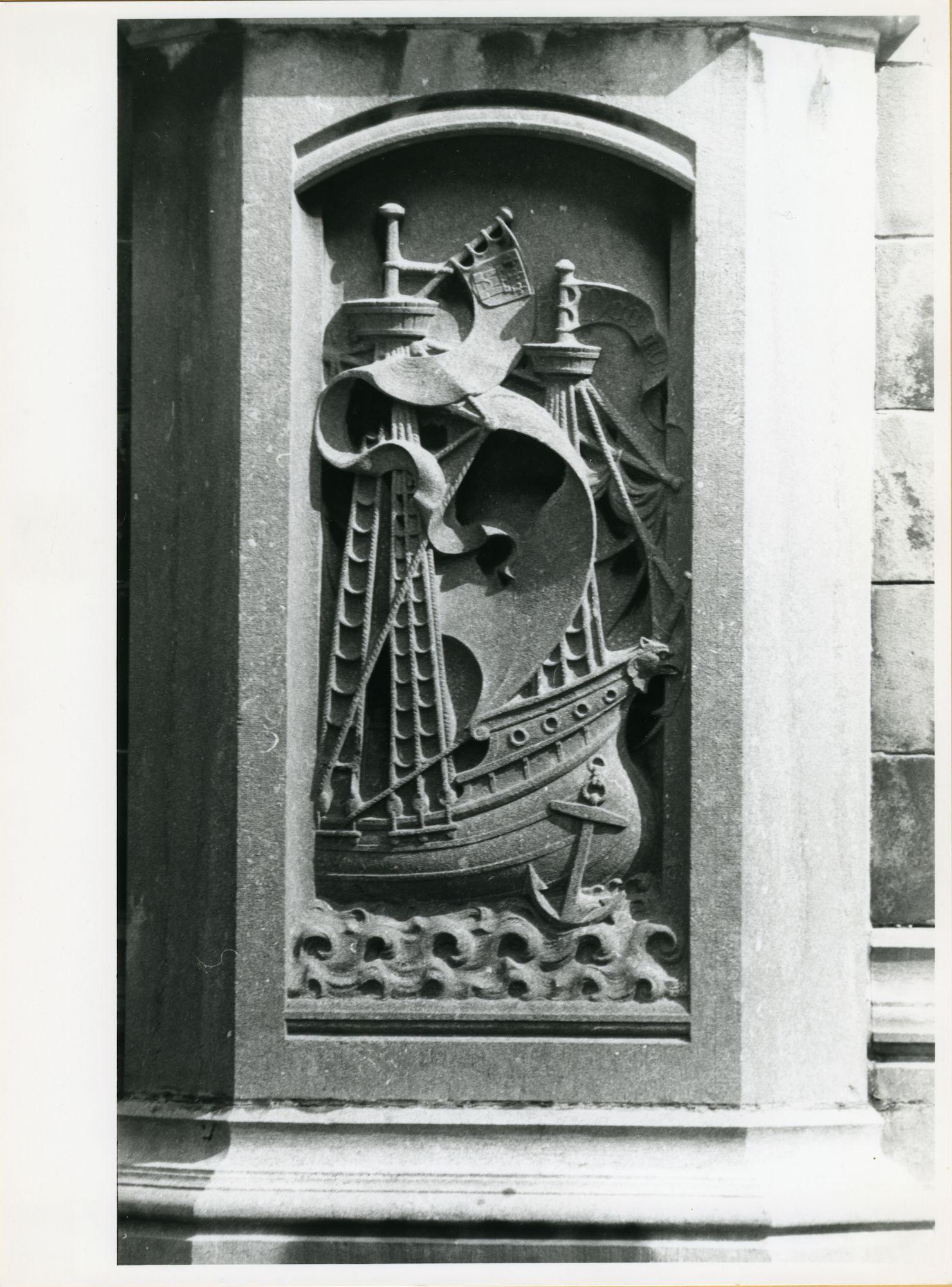 Gent: Sint Michielsbrug. Beeldhouwwerk., 1979