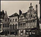 """Gent, Kraanlei, van links naar rechts:"""" Huis De Klok"""" Slot en kachelsmid, """" De Werken van Barmhartigheid"""" en"""" De Fluitspeler of Vliegend Hert"""""""