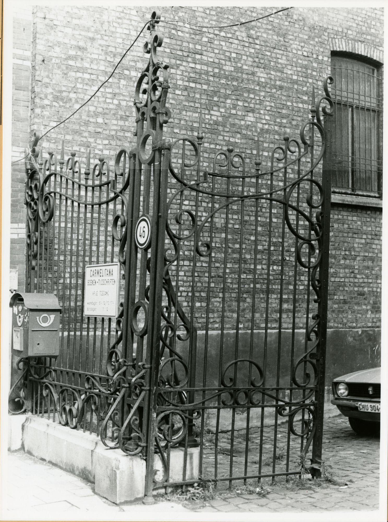Gent: Burgstraat 46: kerk der Ongeschoeide Karmelieten: hek, 1979