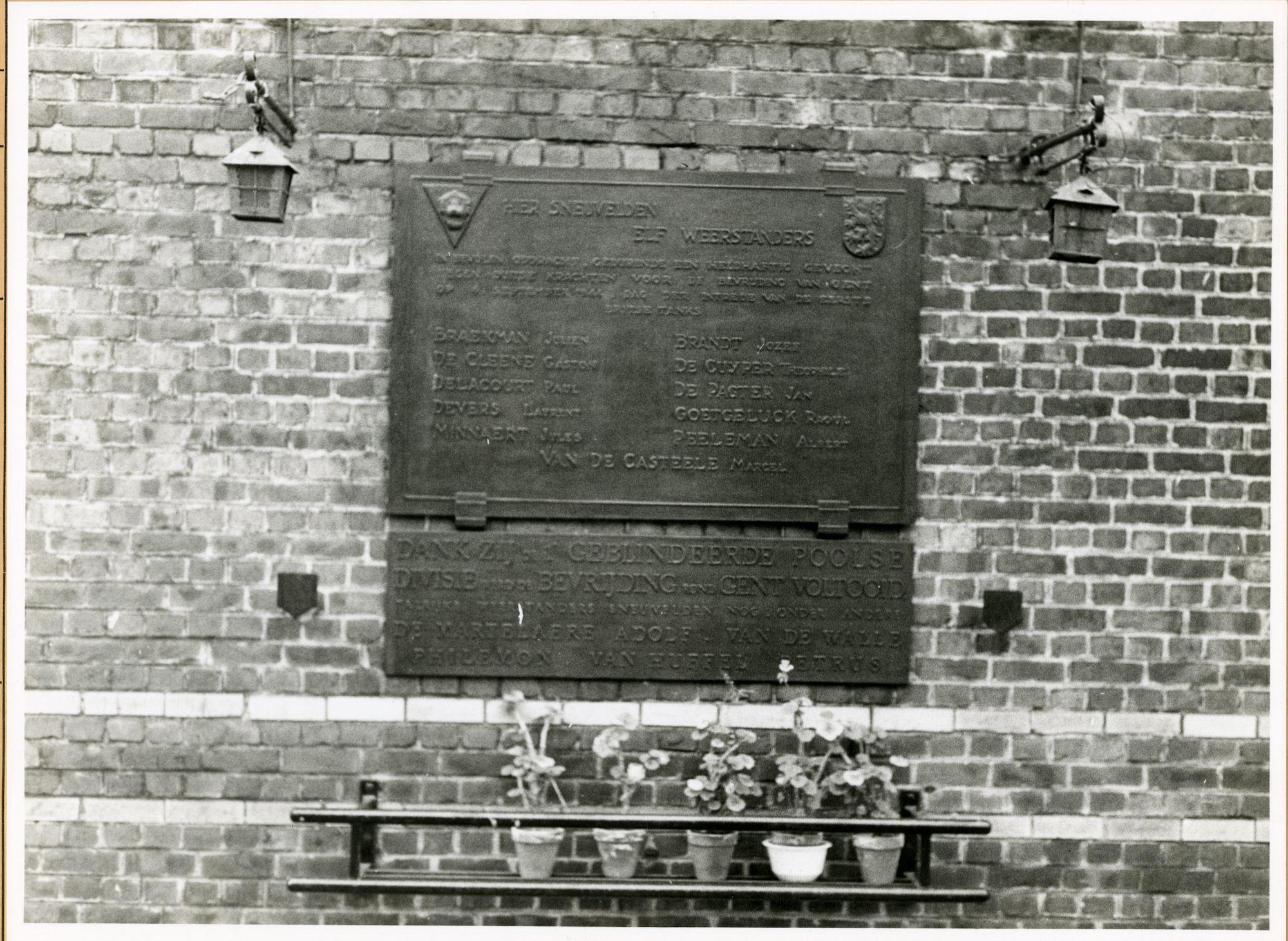 Gent: Gebroeders de Smetstraat - Gasmeterlaan: gedenkplaat: Wereldoorlog II, 1979