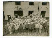 Gent: Sint-Pietersplein en Kantienberg: Sint-Pieterskazerne: groepsportret van het personeel van de Bäckereikolonne (militaire bakkerij), 1915-1916