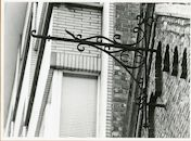 Gent: Henleykaai 4: gevelversiering voor uithangbord, 1979