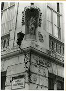 Gent: Drabstraat 27: nis met beeld: Maria met Kind