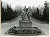 Gent: Kortrijksesteenweg: ZIekenhuis Maria Middelares: Standbeeld Onze-Lieve-Vrouw en Kind
