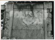 """Gent: Emile Clauslaan: reliëf """"De Boomgaard"""" naar een schilderij van Emile Claus"""