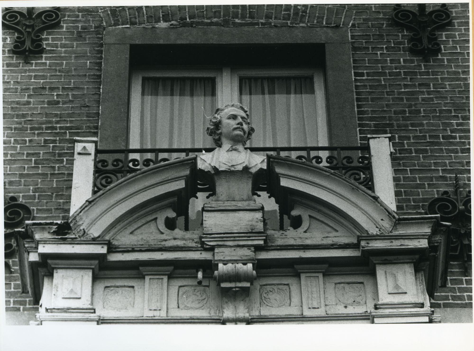Gent: Vlaamse Kaai 57: Borstbeeld, 1979