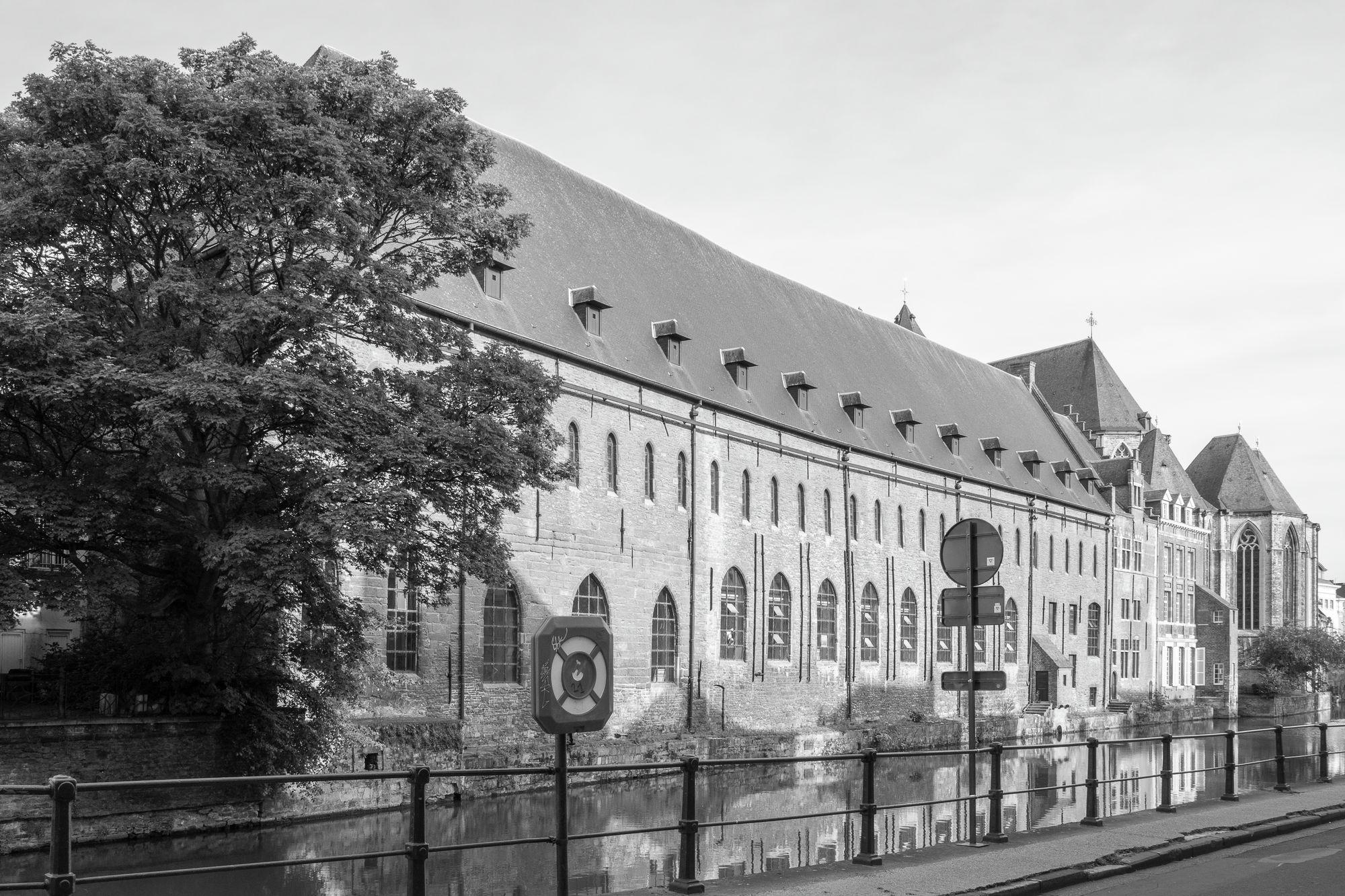Gent: Dominicanenklooster (het Pand), zicht op Leie-gevel vanaf Predikherenlei