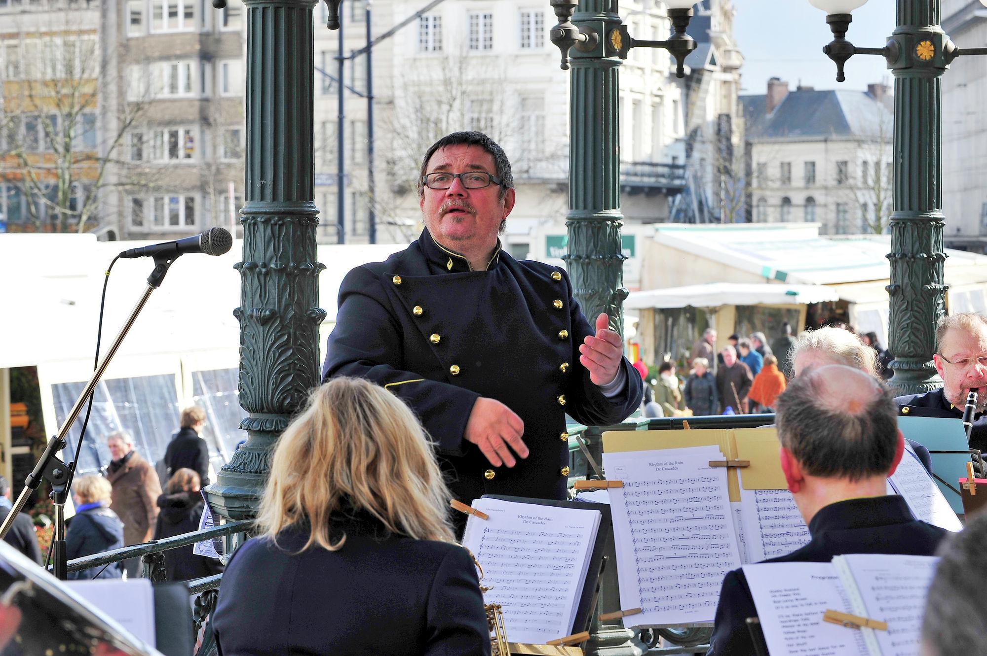 Orkest op de bloemenmarkt