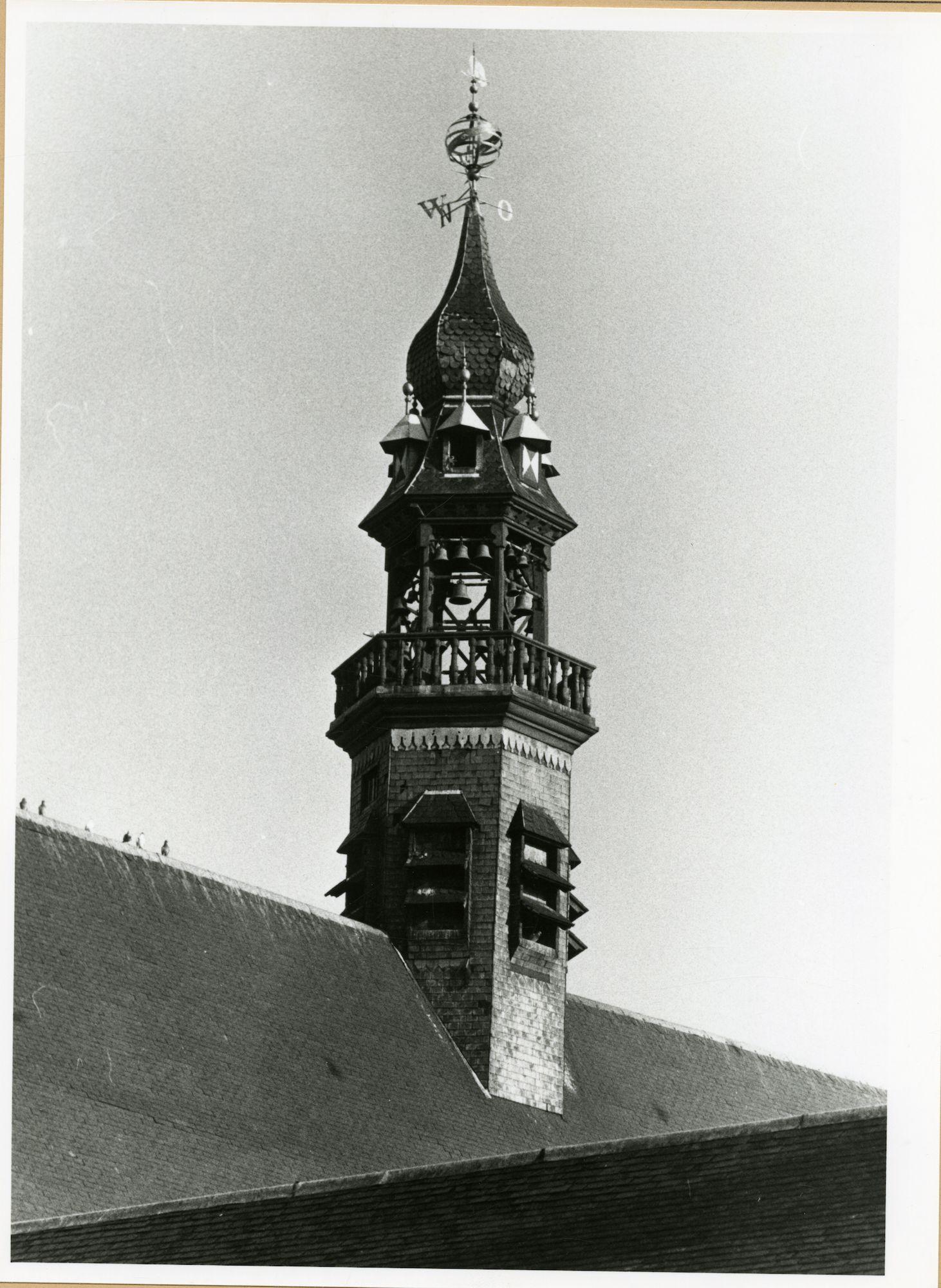 Gent: Ottogracht - Bibliotheekstraat: Baudeloabdij: klokkentoren