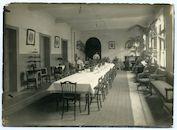 Gent: Koophandelsplein 21: Nieuw of Klein Justitiepaleis (Duits krijgshospitaal voor lichtgewonde officieren): eetzaal met Duitse verpleegden en militair verplegend personeel, 1915-1916