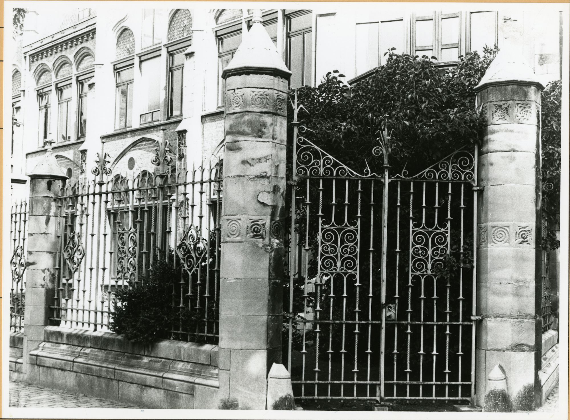 Gent: Jozef Kluyskensstraat 33: Gietijzeren hekken, 1979
