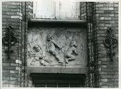 Sint-Amandsberg: Aannemersstraat 50: Beeldhouwwerk, 1979