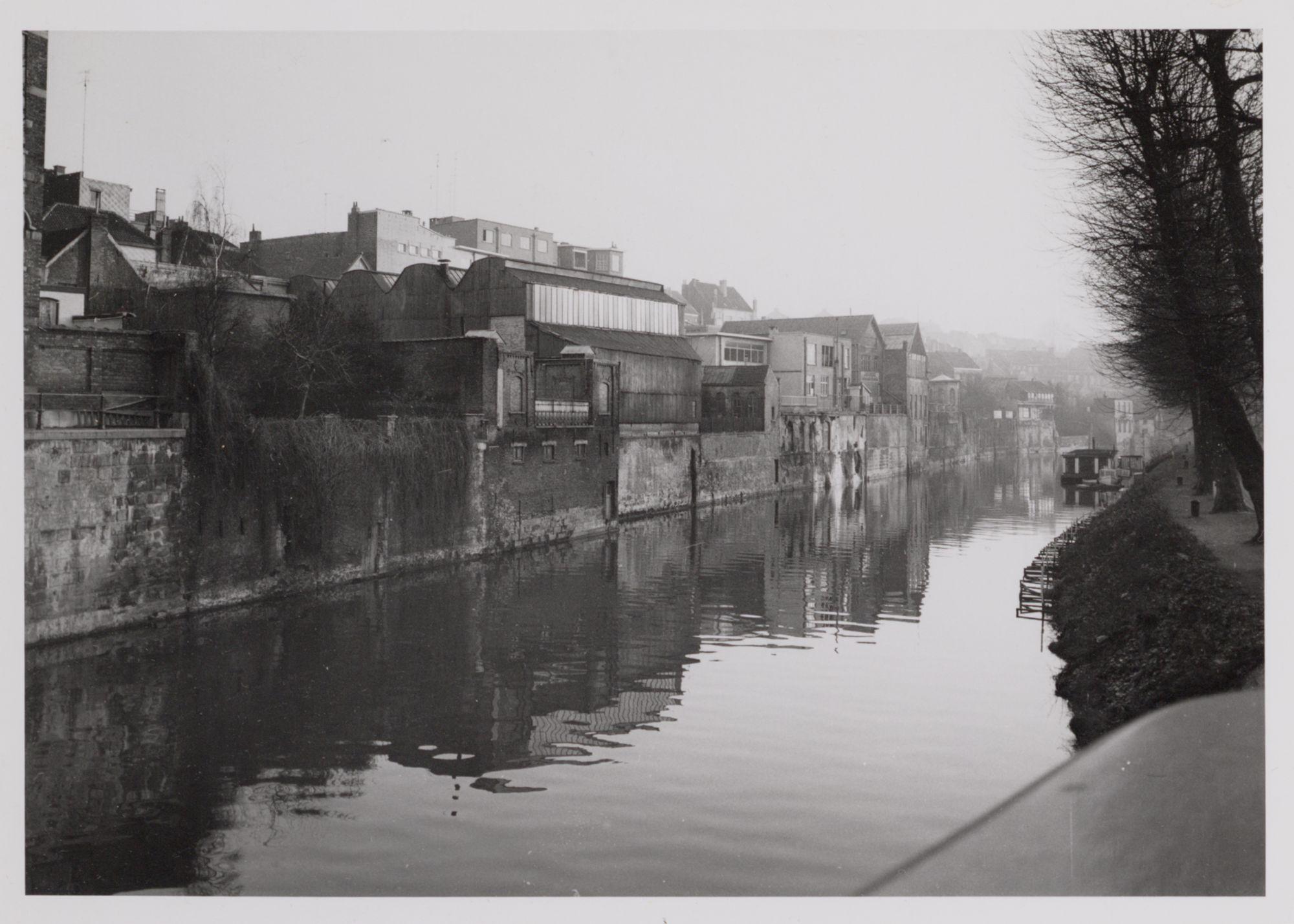 Gent: De Leie en de achtergevels van de Kortrijksepoortstraat, gezien vanaf de Albert Baertsoenkaai