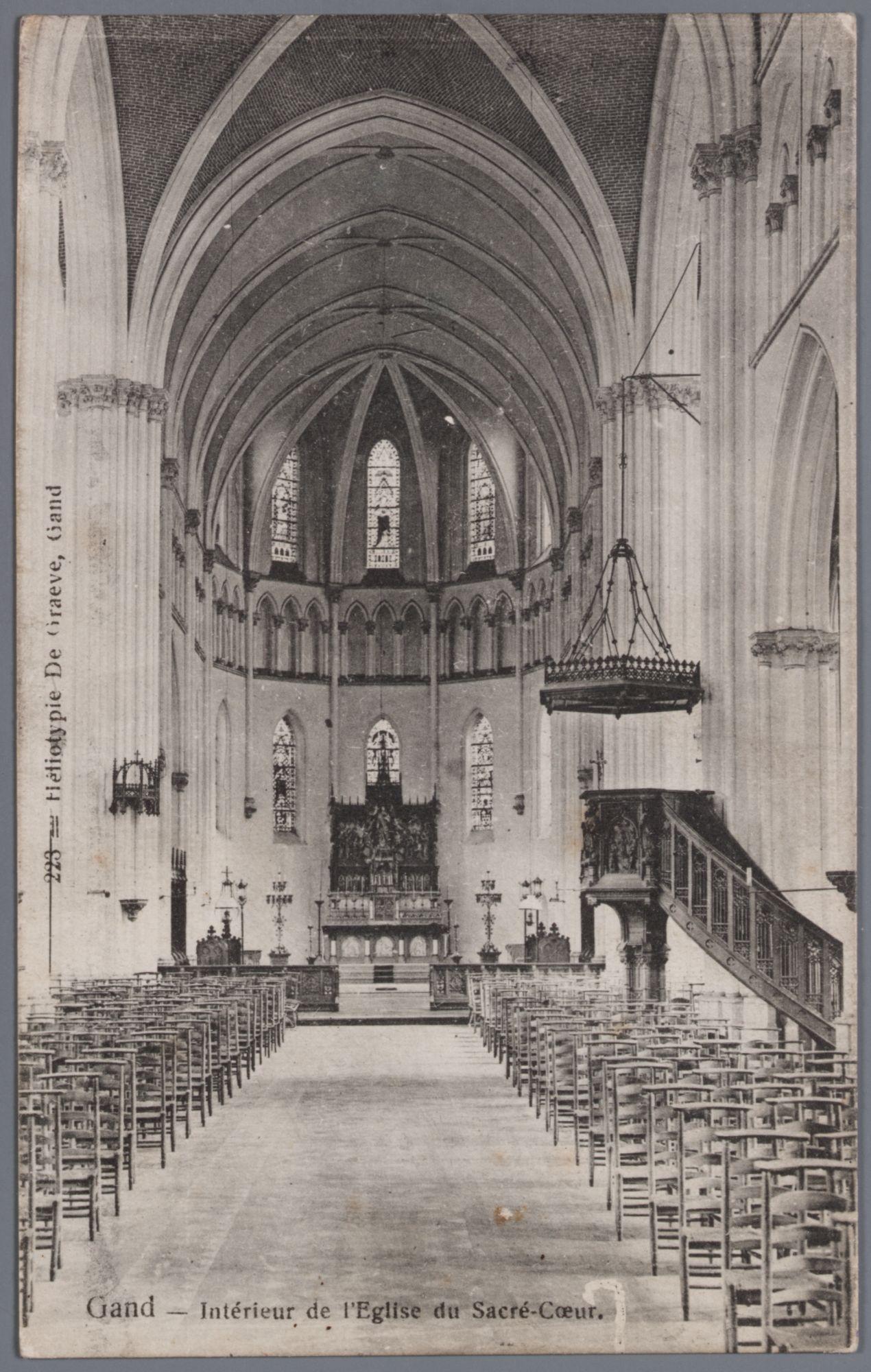 Sint-Amandsberg: Heilig-Hartkerk, binnenzicht