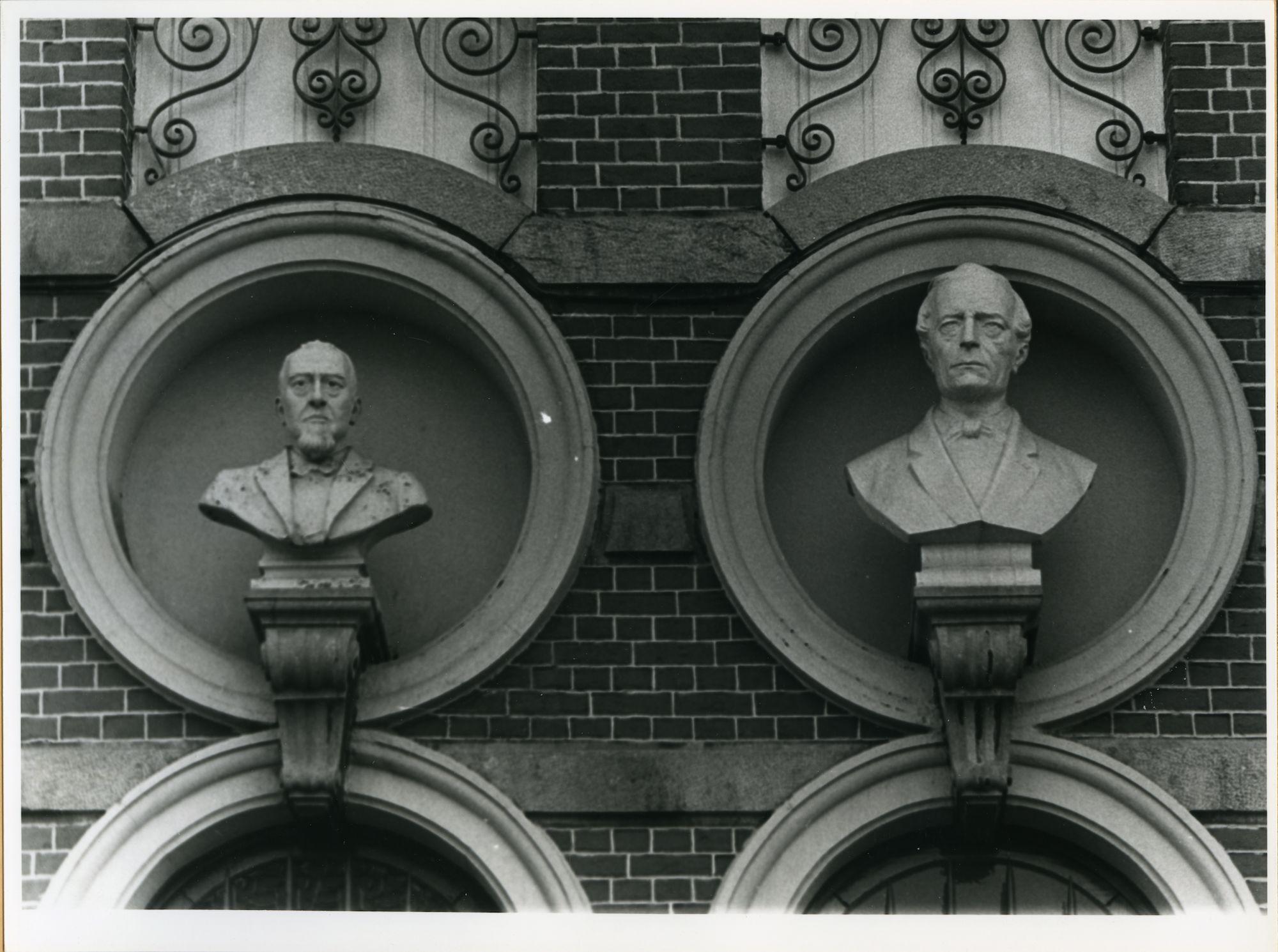 Gent: Vlaamse Kaai 45-46: Borstbeelden, 1979